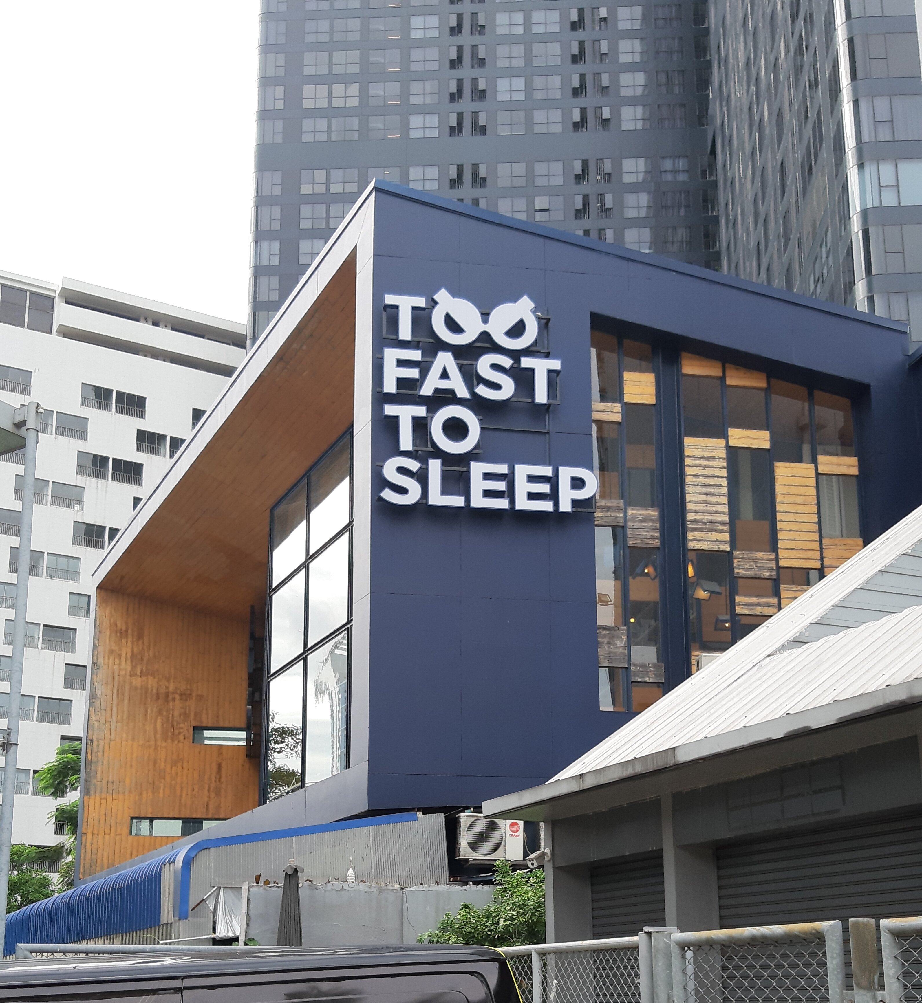 Exterior of Too Fast To Sleep in Samyan.
